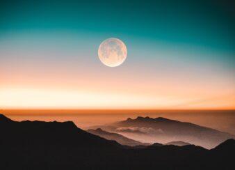 abraçar a lua